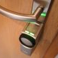 Automatischer Türöffner auf Türschloss